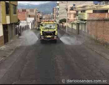El Cuerpo de Bomberos Riobamba trabaja en la desinfección de las calles - Diario Los Andes