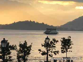 Il tramonto in giallo a Laveno Mombello, la foto è di Lorena Dall'Acqua - Luino Notizie