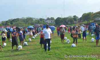 Alcalde de Catemaco entrega apoyos alimenticios en tres comunidades - El Demócrata