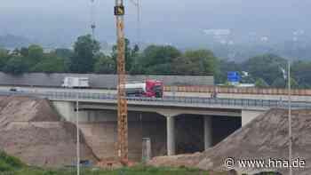 A44: Erste Brückenhälfte ist fertig - Mehrfach hatte es bei Bauarbeiten Pannen gegeben - HNA.de