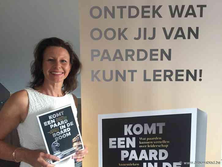 """Nadja Talpaert (48) laat zich in nieuw boek de weg tonen door viervoeters: """"Paarden kunnen ons veel leren over leiderschap"""""""