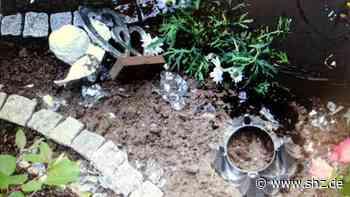Polizei sucht Zeugen: Mann wirft Gehwegplatte auf Grab in Hohn | shz.de - shz.de