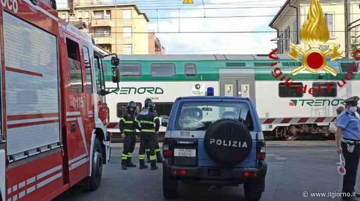 Mariano Comense, con la carrozzina sui binari: anziana salvata dal macchinista - IL GIORNO