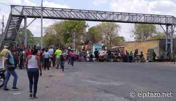 Vecinos de Los Rosales cierran la carretera Cúa-Charallave por falta de agua - El Pitazo