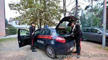 Mortara, minaccia un 18enne con la pistola per aver buttato una cicca nel cestino davanti a casa - La Provincia Pavese