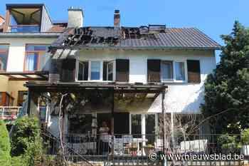 """Dak woning totaal vernield na brand op terras, """"en een brandverzekering had ik niet meer"""" - Het Nieuwsblad"""