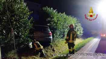 Due auto finiscono fuori strada: tubi del gas tranciati - Il Giornale di Vicenza