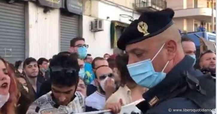 """Matteo Salvini contestato a Barcellona Pozzo di Gotto: """"Simpatici, sempre i soliti. Stesse facce"""" - Liberoquotidiano.it"""