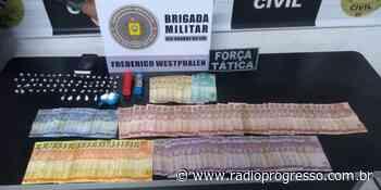 BM de Frederico Westphalen prende indivíduos por tráfico e porte ilegal de arma - Rádio Progresso de Ijuí