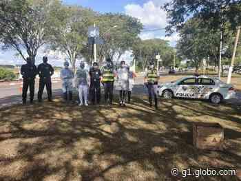 Duas pessoas são detidas por desacato durante barreira sanitária em Angatuba - G1