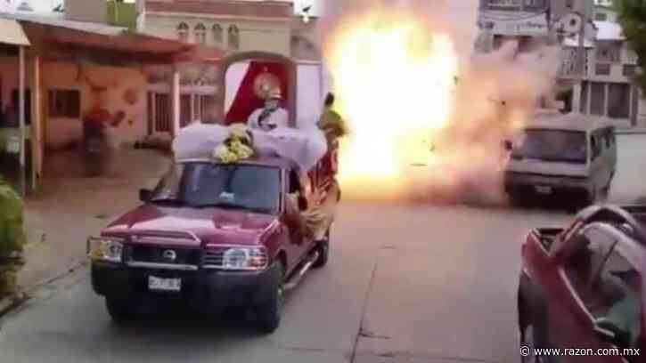 Explosión durante procesión en Macuspana deja un muerto y un herido (VIDEO) - La Razon