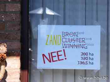 Affiches tegen zandwinning in Kaulille (Bocholt) - Het Belang van Limburg Mobile - Het Belang van Limburg