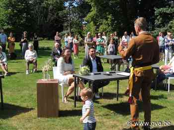 Sofie en Dennis huwen in het park (Wuustwezel) - Gazet van Antwerpen