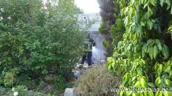 Man verbrandt bankuittreksels in tuin, buurvrouw slaat alarm
