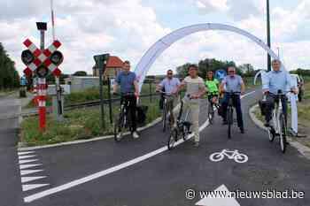 Fietsen langs spoorweg tussen Waarschoot en Eeklo maar nog niet naar Gent