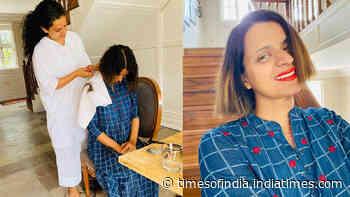 Now, Kangana Ranaut turns hairstylist for sister, Rangoli Chandel calls her 'young gun murgan' - Times of India