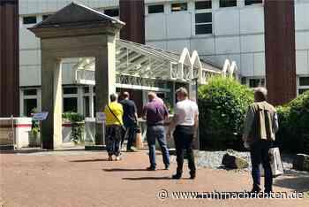 Besucher stehen jeden Tag Schlange am Dorstener Krankenhaus - Ruhr Nachrichten