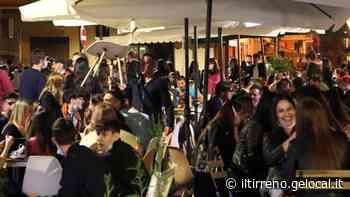 Movida a Marina di Carrara, tra assembramenti e tante mascherine calate - Il Tirreno