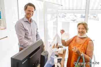 """Senioren van 75+ halen als eersten hun gratis mondmasker op: """"Het kunnen er niet genoeg zijn"""" - Gazet van Antwerpen"""