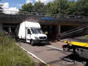 Vrachtwagen ramt brug in Diepenbeek - Het Belang van Limburg