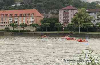 Würzburg: Passanten finden Schuhe und Rucksack im Main: Große Suchaktion mit Booten und Hubschrauber
