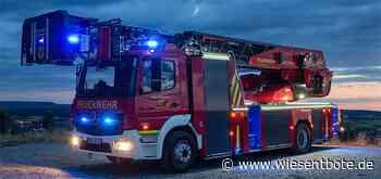 Feuerwehren aus der Region bei Dachstuhlbrand in Hallerndorf - Der Neue Wiesentbote
