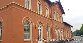 Das Ottweiler Bahnhofsgebäude ist frisch saniert - Saarbrücker Zeitung