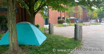 Rough sleeper pitches tent outside Hanley court - despite homeless being offered hotel beds - Stoke-on-Trent Live