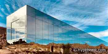"""This Mirror-Clad """"Invisible"""" House Reflects Its Desert Surroundings - HYPEBEAST"""