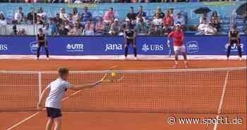 Bei der Adria-Tour foppt ein Balljunge die Tennis-Legende Novak Djokovic - SPORT1
