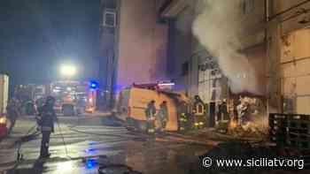 Fontanelle, in fiamme un deposito di materiale per la ristorazione - SICILIATV.ORG