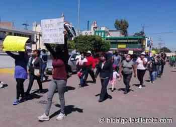 """""""Queremos trabajar""""; comerciantes se manifiestan en Tlaxcoapan - La Silla Rota"""