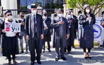 Abogados realizan piquete frente al Palacio de Justicia de Nagua - CDN