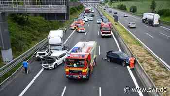 Unfall auf A6 bei Sinsheim: Fünf Fahrzeuge werden beschädigt. Schwangere Frau wird schwer verletzt. | Mannheim | SWR Aktuell Baden-Württemberg | SWR Aktuell - SWR