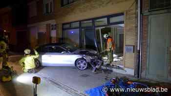 Man en vrouw crashen met Audi in vernieuwde woning