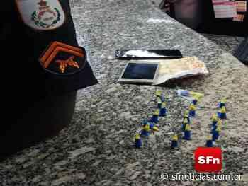 Homem é preso com 20 pinos de cocaína e dinheiro em Miracema - SF Notícias