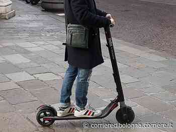 Budrio, scontro tra un'auto e un monopattino elettrico: grave 60enne - Corriere della Sera