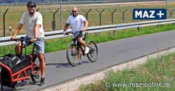 Radeln um den BER - Marius Langas aus Zeuthen bietet Radtouren am Flughafen an - Märkische Allgemeine Zeitung