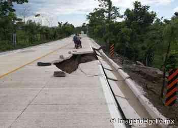 Fracturas en carretera podrían incomunicar al Cerro de Nanchital - Imagen del Golfo