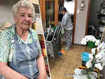 """Margareta (90) ziet huis al voor de vierde keer overstromen: """"Al mijn kasten staan op wieltjes, maar ik kan dit niet meer aan"""""""