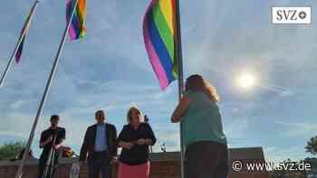 Boizenburg: Regenbogenfahnen wehen am Hafen | svz.de - svz.de