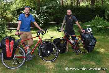 """Jelle en Koen fietsen wereld rond: """"Tot Turkije ligt onze route vast, dan zien we wel"""""""