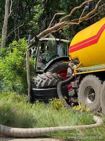 Bestuurster gewond na ongeval met tractor aan militair domein