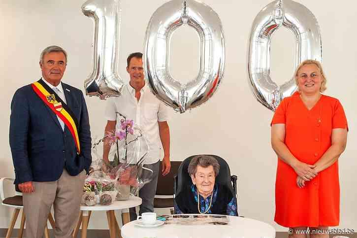 Gewezen bakkersvrouw Maria blaast 100 kaarsjes uit