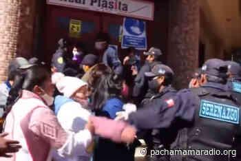 """Comerciantes de Santa Barbara """"Arranchan"""" celular a policía municipal - Pachamama radio 850 AM"""