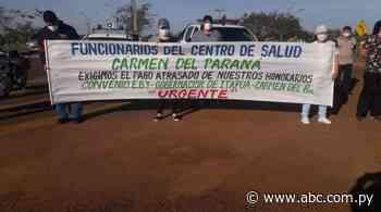 Funcionarios de salud protestan en Carmen del Paraná por falta de pagos salariales - Nacionales - ABC Color