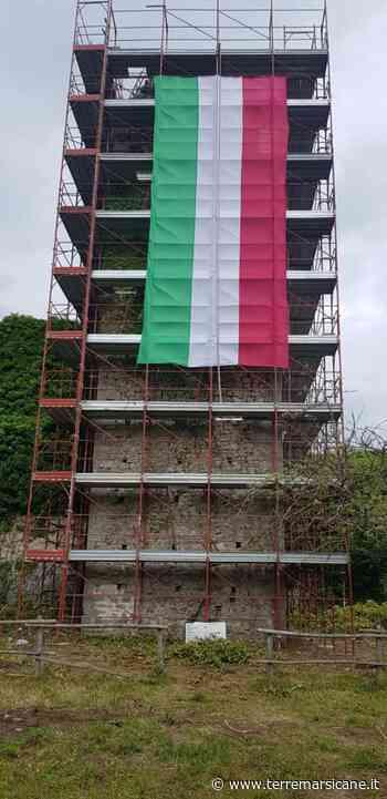 Carsoli, esposto il tricolore sulla torre del complesso 'Forte dei Leoni' - Terre Marsicane