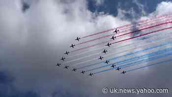 Joint UK and French flyover Buckingham Palace for 80th anniversary of war speech - Yahoo News UK