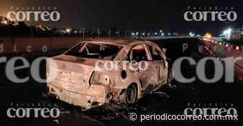 Auto se incendia en libramiento Valle de Santiago-Celaya - Periódico Correo