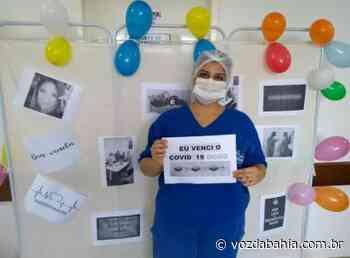 Brumado: Enfermeira infectada por Covid-19 volta a trabalho e é homenageada - Voz da Bahia